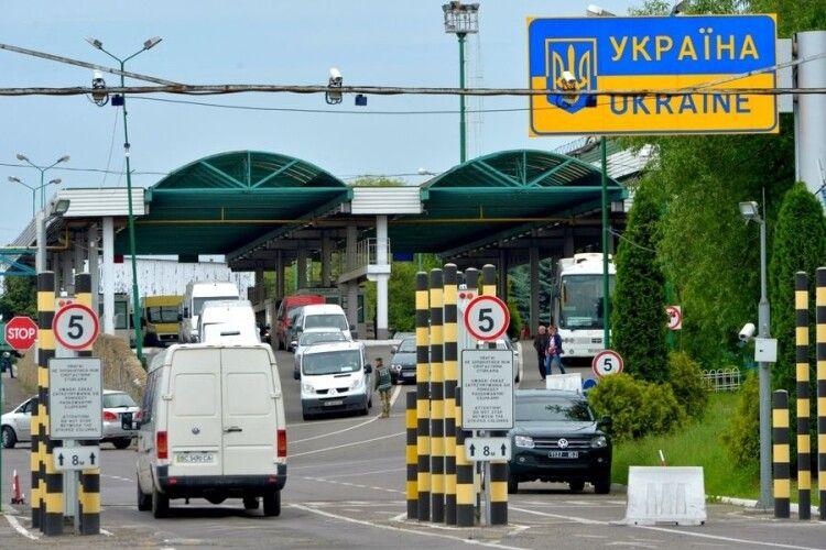 Польща вводить обмеження на в'їзд для українців: кому можна їхати