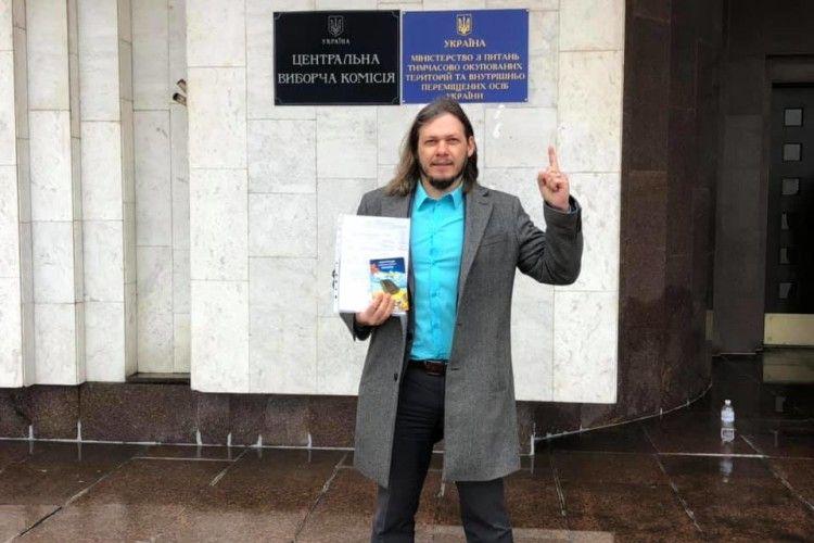 Хто ще встигне до вечора: екс-кандидат у мери Острога подав документи до ЦВК
