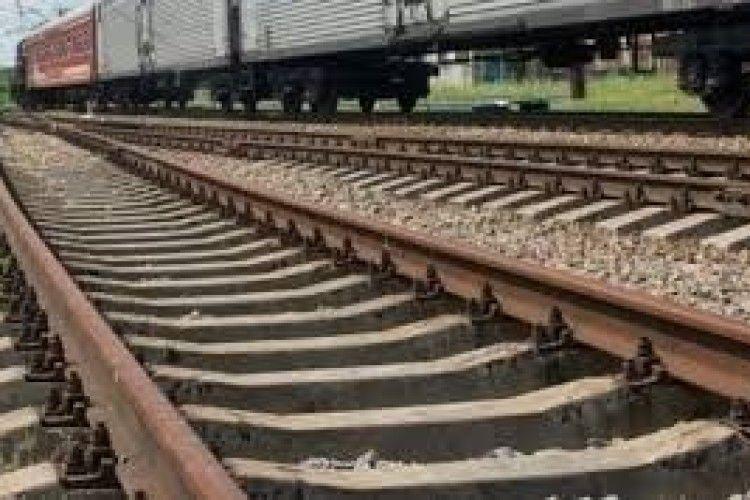 На Рівненщині матір та сина збив потяг
