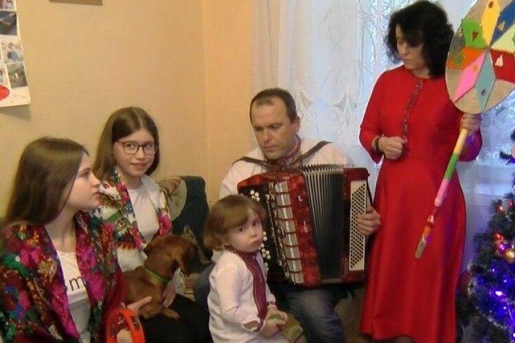 У луцькій родині співають та грають на музичних інструментах усі члени сім'ї