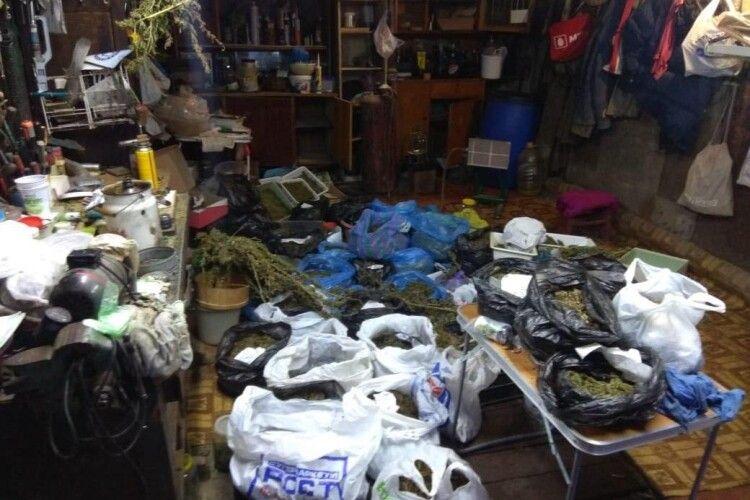 У Харкові злапали наркобарона: зерігав удома 80 кг канабісу (Фото)