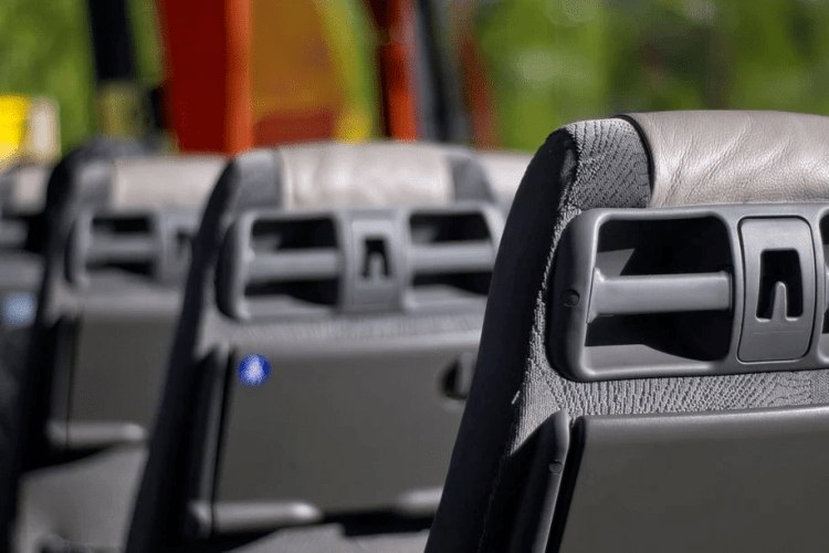 У Горохові заблокували автобус Луцької райради (Фото)