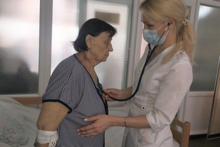 У Ковелі 78-річній жінці зробили унікальну операцію на відкритому серці