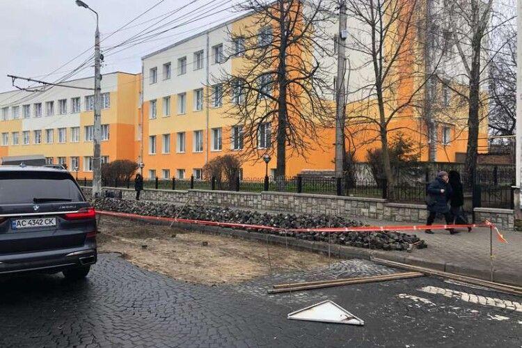 Петиції: у Луцьку вимагають замість бруківки в центрі міста постелити асфальт