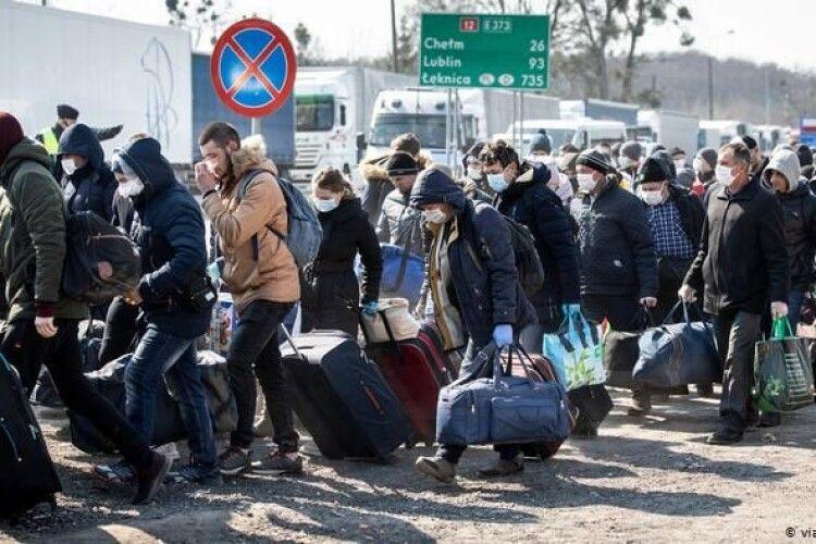 Заробітчанам роздадуть по 150 тисяч: хто отримає гроші та чи повернуться українці додому