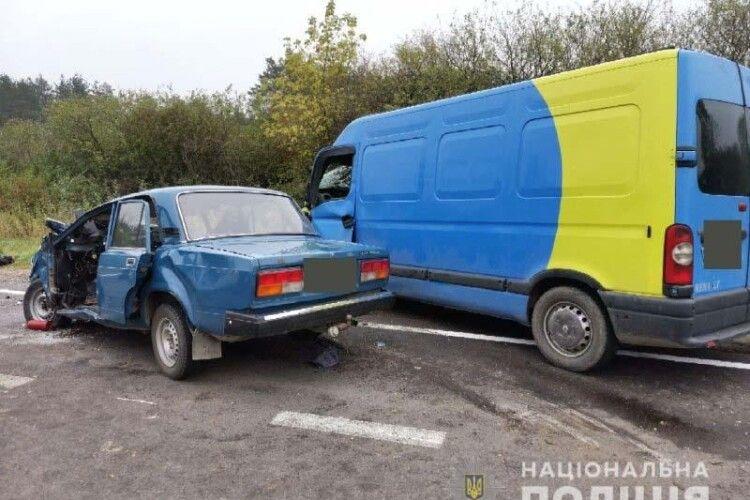 Моторошне зіткнення «ВАЗ 2107» та «Renault Master» на Рівненщині: двоє загиблих, четверо травмованих (Фото, відео)