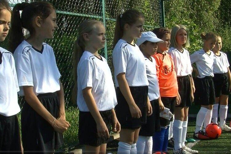 У Луцьку дівчача футбольна команда відновила тренування