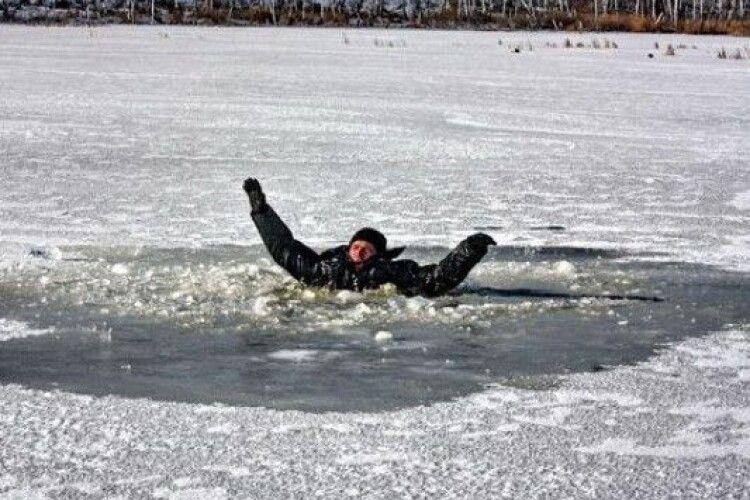 Провалилися під лід: двоє рибалок ціною власного життя врятували 14-річну дівчинку