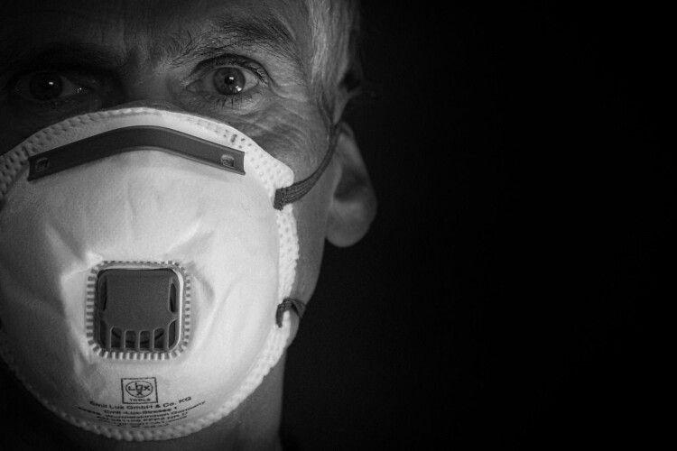 На прохання одягнути маску відповів кулаками (Відео)