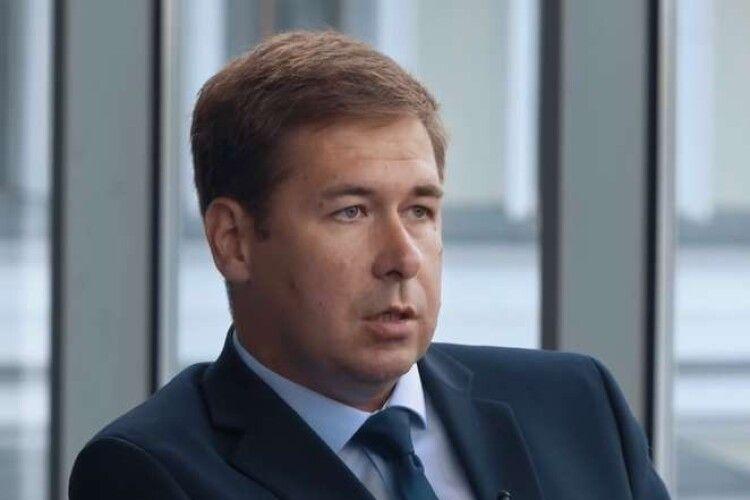 Адвокат Ілля Новіков: всі, хто фальсифікує справи проти Порошенка, будуть за це відповідати за законом