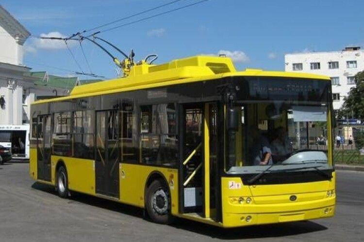 У тролейбуса на ходу відлетіло колесо