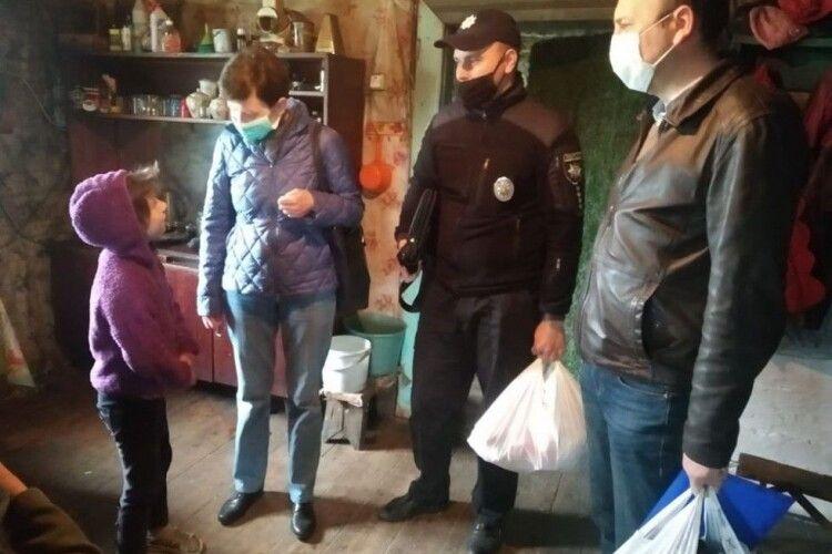 У Камінь-Каширському районі перевіряли сім'ї, у яких батьки дітей раніше пиячили