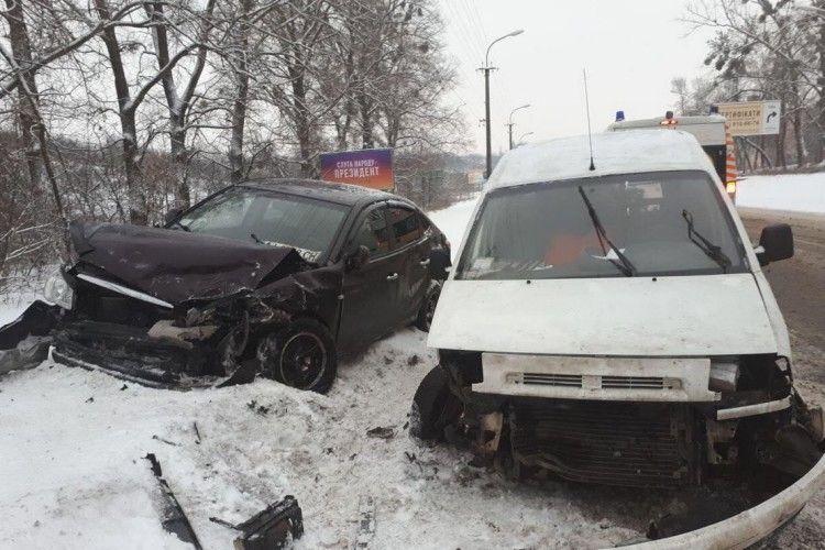 Пасажир іномарки зламав руку внаслідок ДТП на Рівненщині