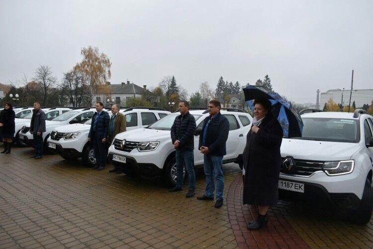 Амбулаторії Волині отримали 7 нових автомобілів