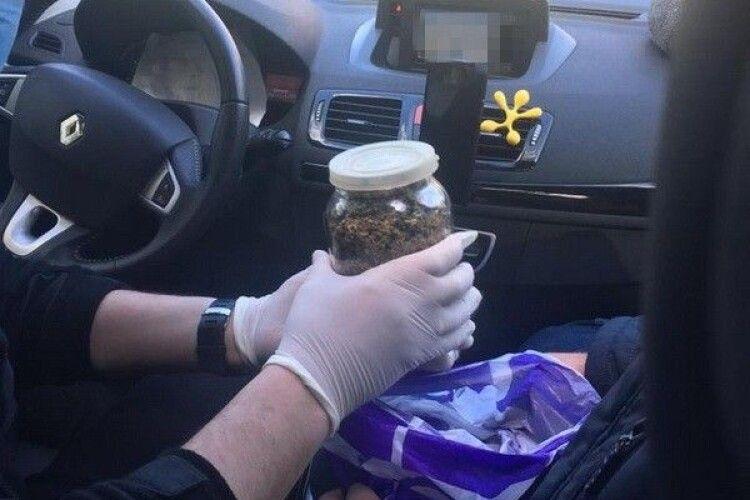 Повідомлено про підозру поліцейському, який організував на Волині наркоугруповання