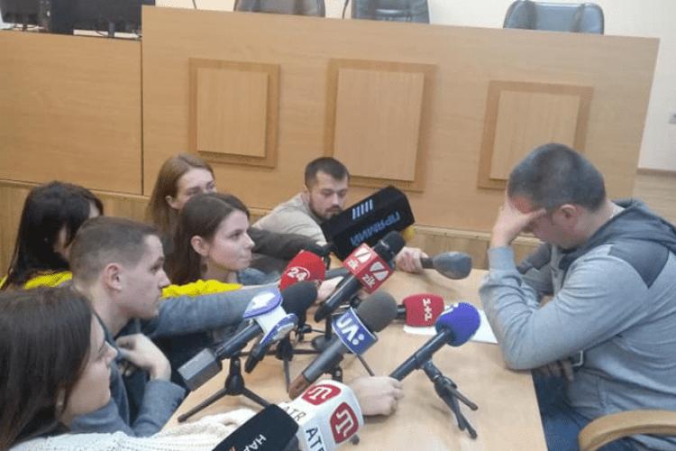 Суд заарештував «поліцая» Мельникова, який катував лежачого активіста С14