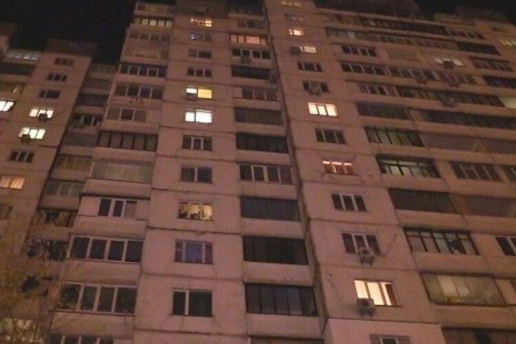 У Рівному чоловік випав з висоти восьмого поверху