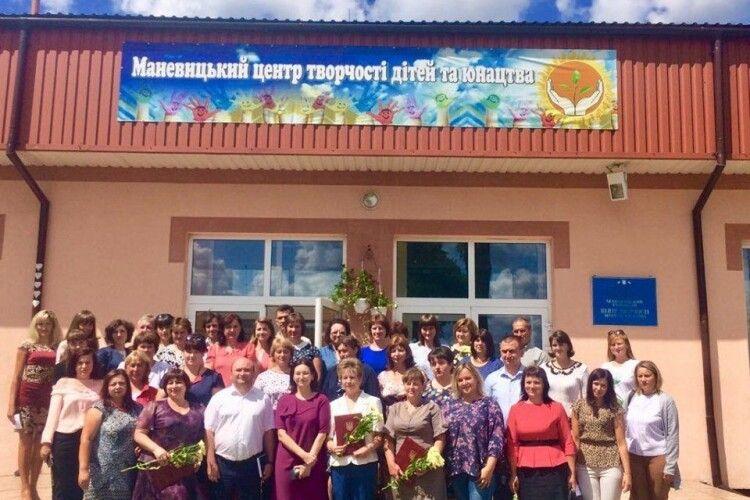 У кожній школі Маневиччини до 1 вересня встановлять урни для сортування сміття