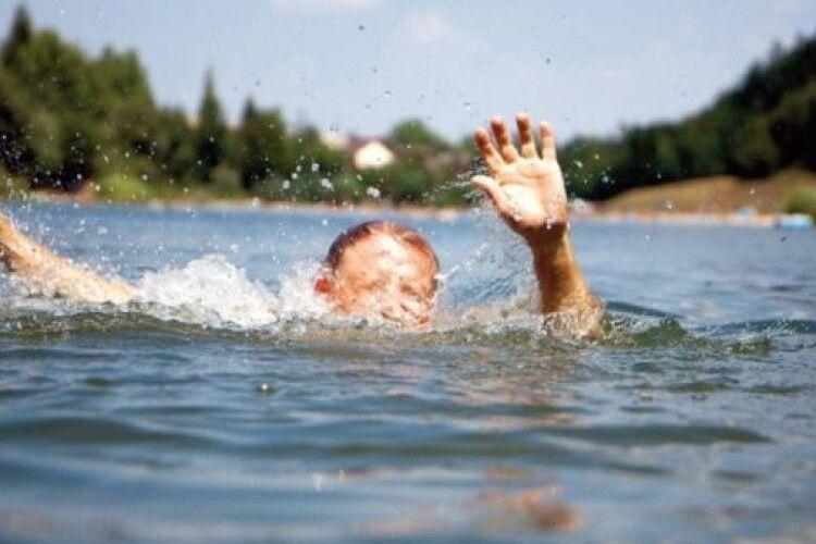 На Волині чоловік 4 рази стрибав у воді після сварки із дружиною