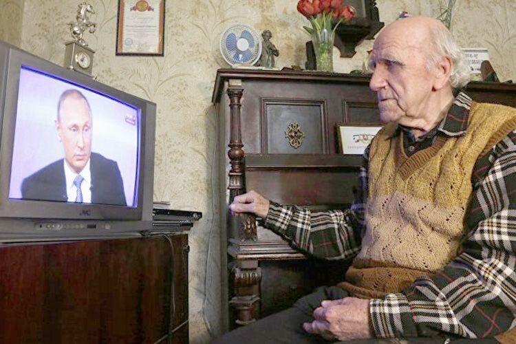 «В'ятровича привітали з8Березня»— навіщо уКремлі придумали цей заголовок?