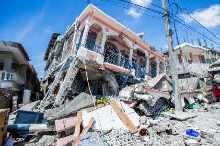 На Гаїті через тиждень після землетрусу під завалами знайшли 24 вцілілих, серед них діти