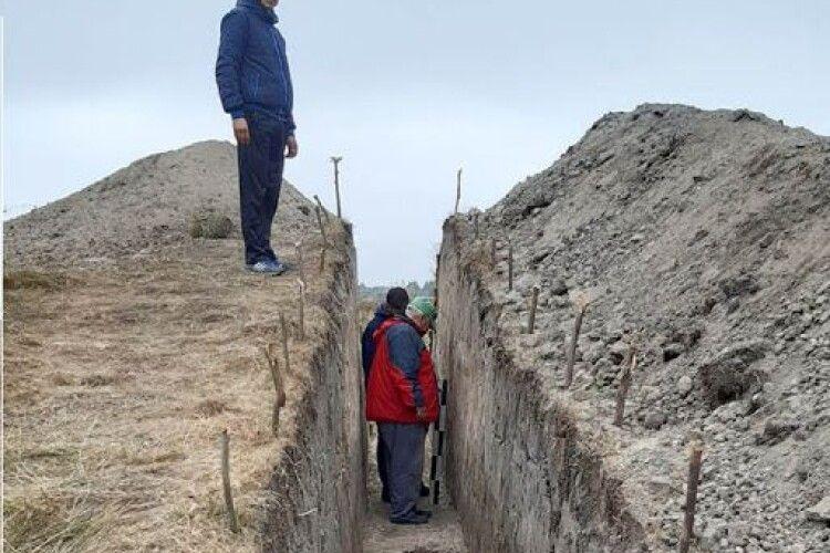 Несподівано: археологічні розкопки, яке замовила громада на Волині, виявили невідоме досі укріплення (Фото)