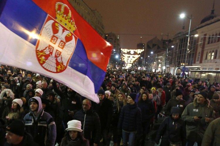 У Сербії десятки тисяч людей вийшли на вулиці Белграда та інших міст з антипрезидентськими протестами