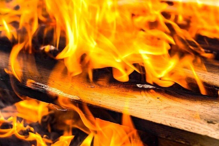 На Камінь-Каширщині вогонь завдав біди людям