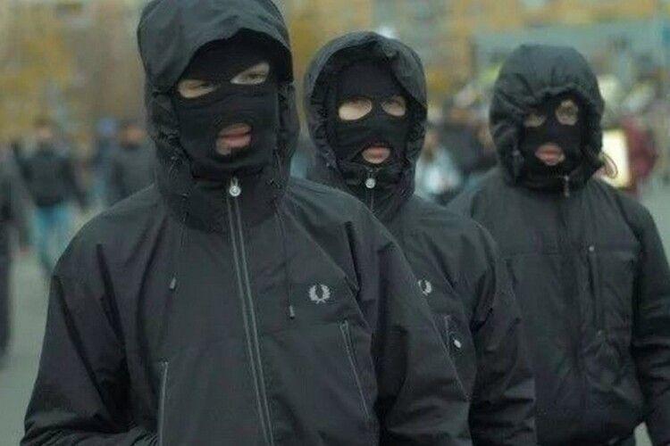 Заява поліції Волині: усі 29 затриманих на Старому ринку «тітушок» в балаклавах виявилися... «муніципалами»
