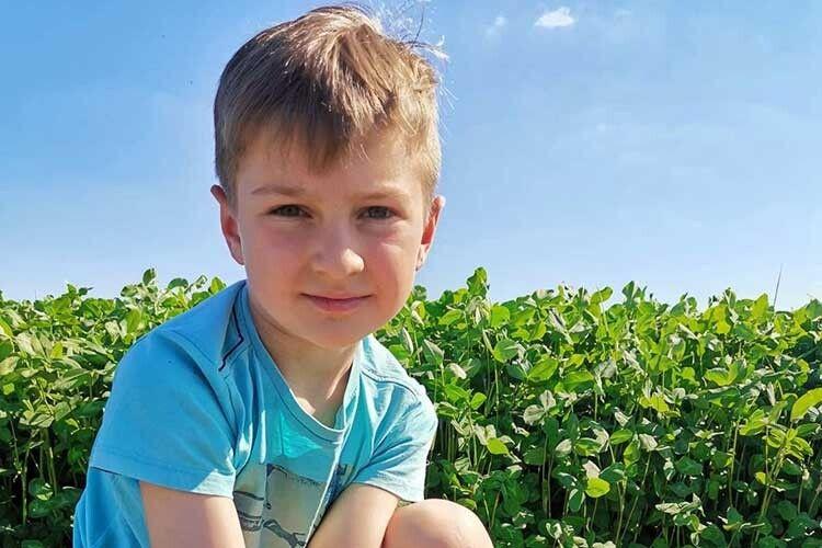 8-річний волинянин через youtube-канал вчить компостувати сміття