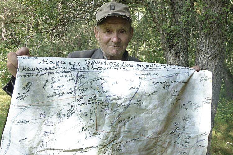 Розгортає чоловік клейонку вредакції, ананій… намальована карта (Фото, відео)