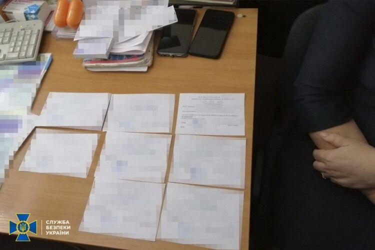 До тисячі гривень брали лікарі-аферюги за одну фальшиву довідку з негативнивним результатом ПЛР-тесту на COVID-19