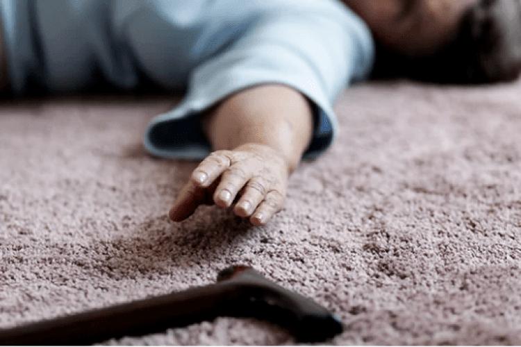 Жінка пиячила біля тіла матері, яку сама ж убила