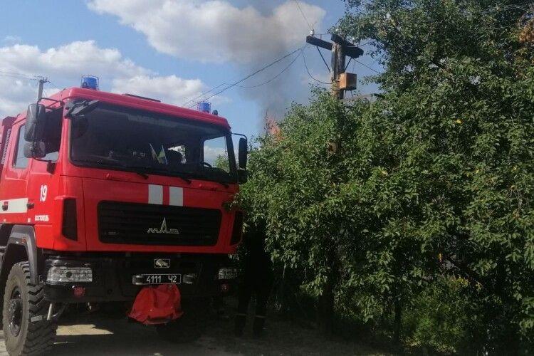 На Рівненщині спалахнула хата (Фото)