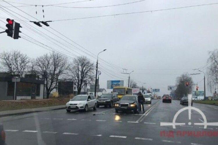 У Луцьку – ДТП: автівку відкинуло на декілька десятків метрів (Фото)
