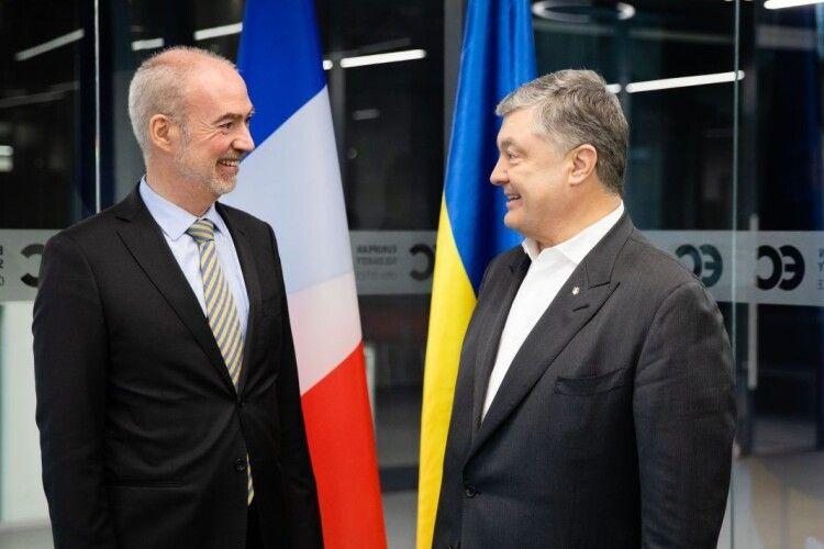 Важливо зберегти санкції проти Росії – Петро Порошенко зустрівся з послом Франції