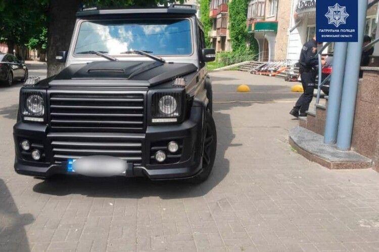 На Волині поліцейські оштрафували водія «Гелендеваґена»