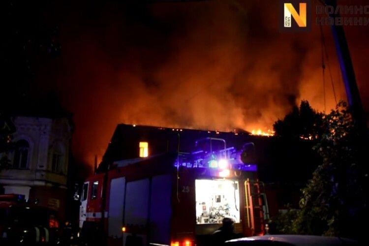Вогонь знищив 500 квадратних метрів покрівлі госпіталю