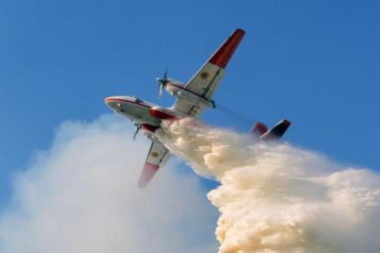 Лісова пожежа на Житомирщині спалахнула з новою силою: в небо підняли авіацію