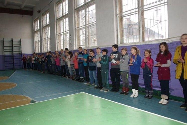 У сільській школі на Волині відкрилася секція з баскетболу