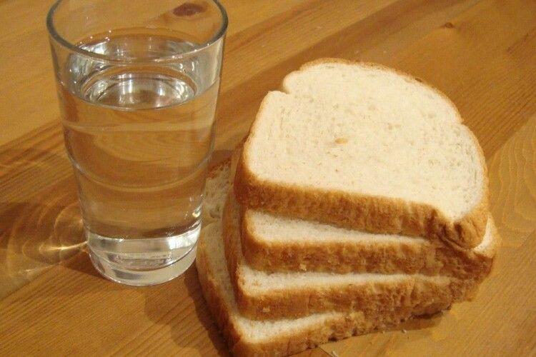 Заручникам в Луцьку вдалося передати їжу та воду
