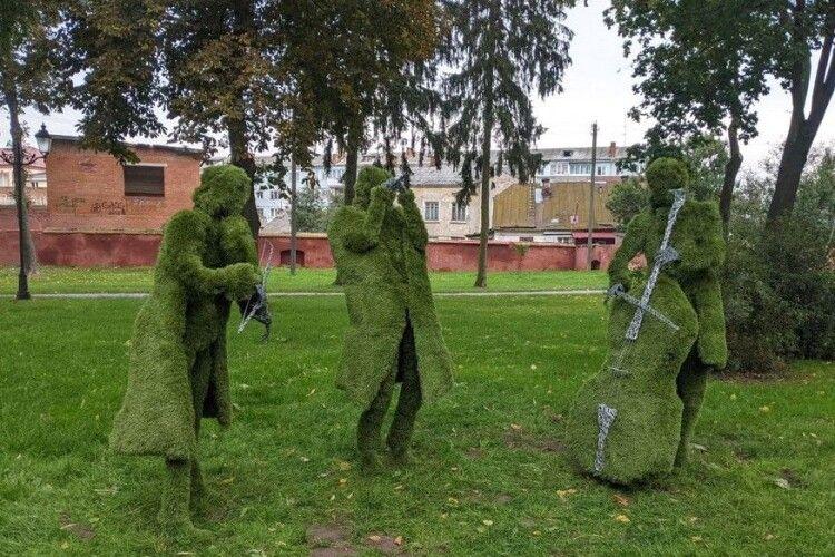 У місті на Волині з'явилися незвичні зелені мешканці (Фото)