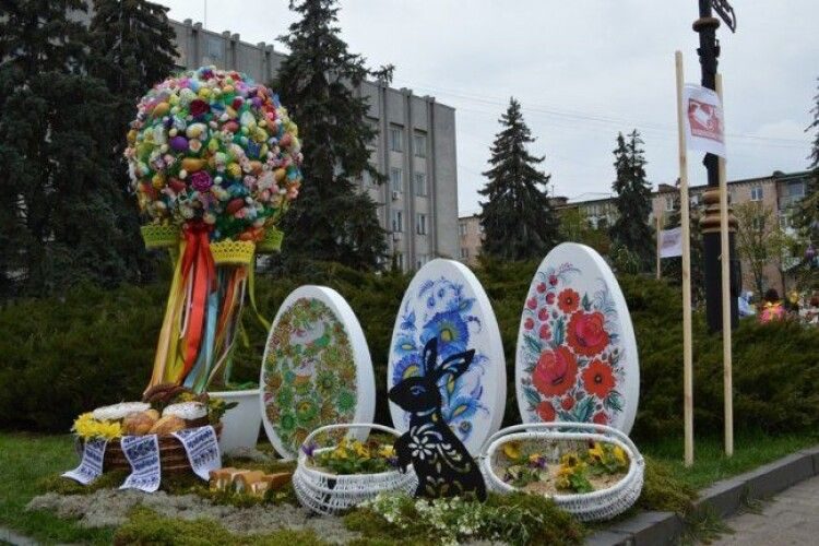 Центр волинського міста став Великоднім (Фото)