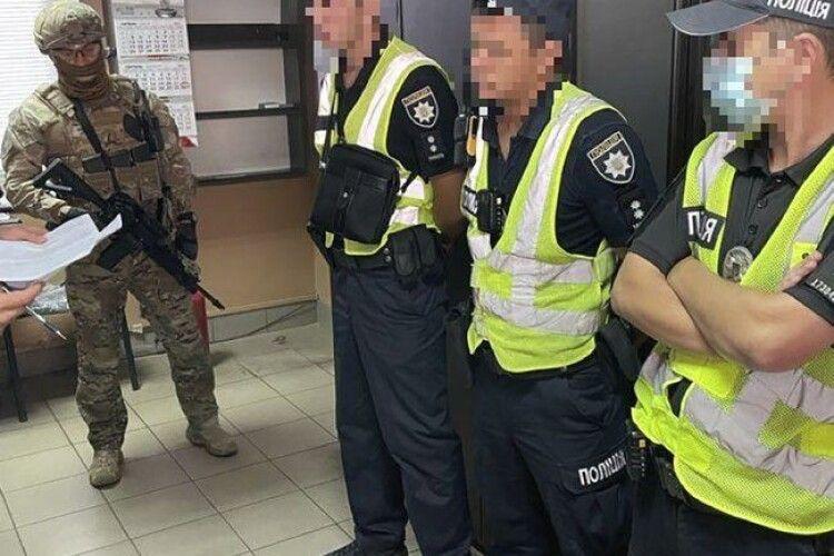Патрульні заробляли на фурах з «перегрузом» по 25 тисяч гривень на день (Фото)