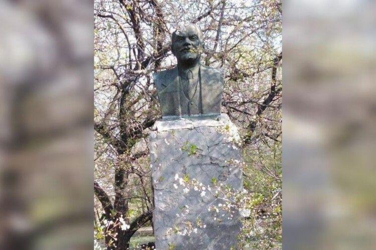 На Полтавщині залишився ще  один пам'ятник Леніну