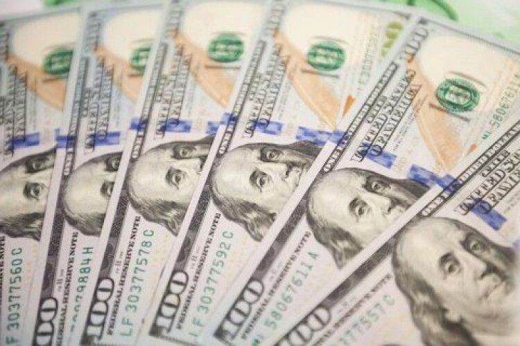 У першому кварталі заробітчани переказали в Україну 2,9 мільярда доларів США