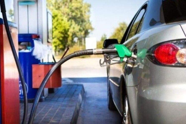 Нововолинський мер закликав автомобілістів «заправлятися»… вдома