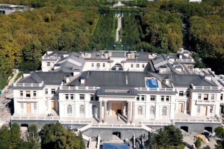 Чи працюють українці на будівництві палацу Путіна (Відео)