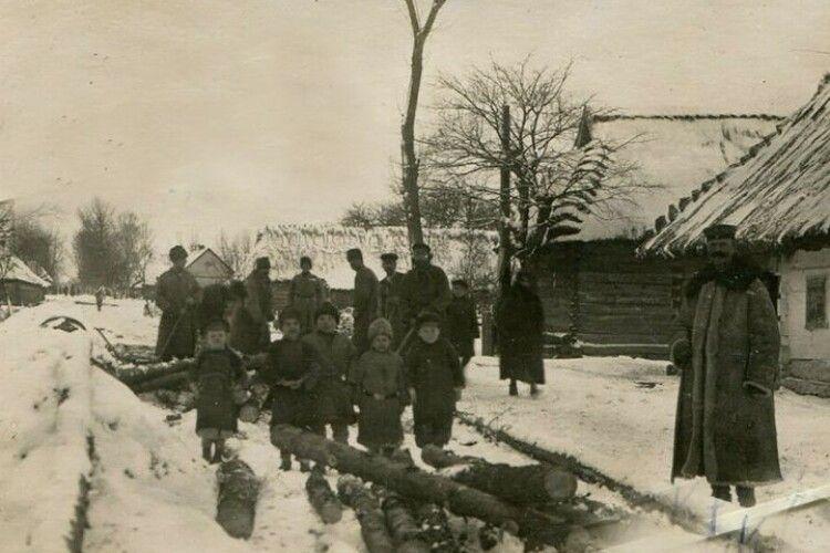 У мережі показали фото волинського села сто років тому