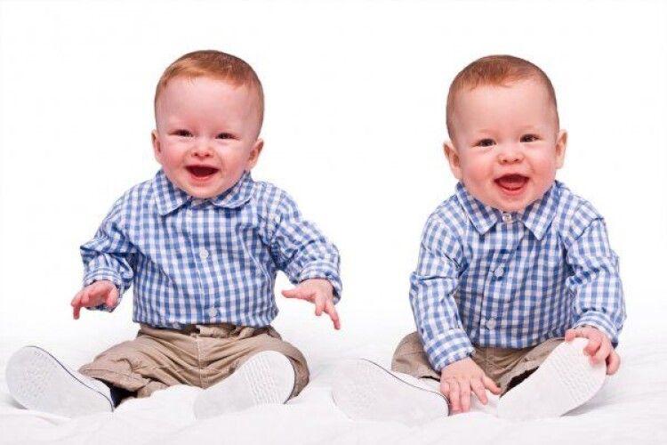 У світі народжується найбільше близнят за весь час. Чому так відбувається